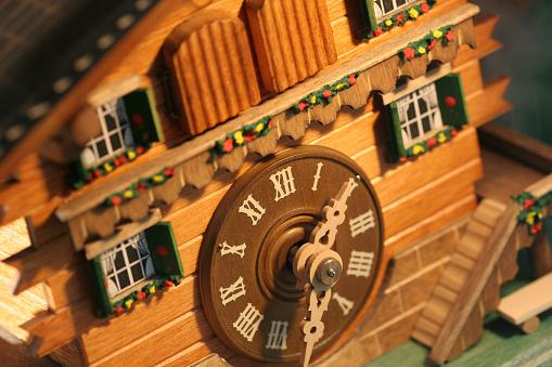 Chalet「Munich cuckoo clock」:スマホ壁紙(14)