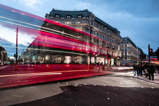 Oxford Street - London「Oxfort Circus at dusk, London busiest traffic intersection」:スマホ壁紙(13)