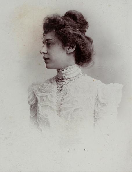 Profile View「Portrait Of A Woman」:写真・画像(6)[壁紙.com]