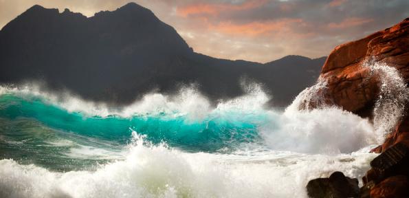 Rocky Coastline「Huge Storm Surf」:スマホ壁紙(0)