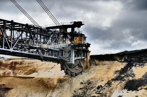 Earth Mover「Bucket wheel excavator in a lignite mine」:スマホ壁紙(10)