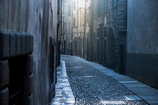 Alley「Medieval city」:スマホ壁紙(15)