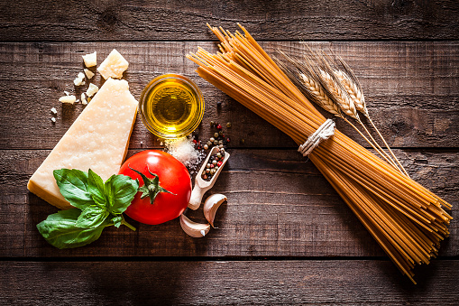 Preparing Food「Wholegrain spaghetti with ingredients on rustic wooden table」:スマホ壁紙(15)