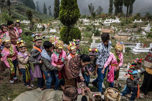 Misfortune「Indonesians Perform Kasada Ritual On Mount Bromo」:写真・画像(1)[壁紙.com]