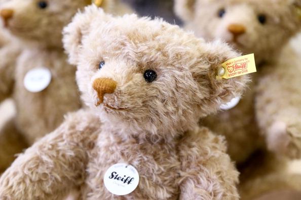Stuffed「Traditional Teddy Bears Prepared Ahead of Festive Season」:写真・画像(2)[壁紙.com]