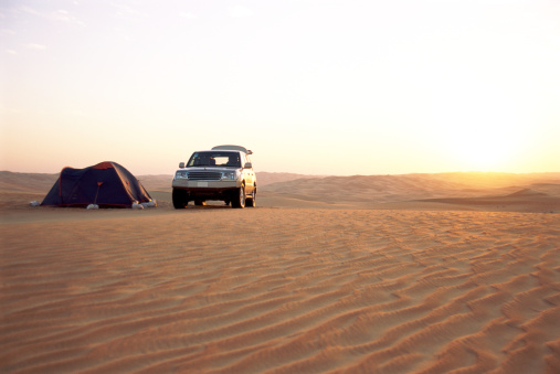 Tent「Tent by 4x4 vehicle in desert landscape」:スマホ壁紙(10)