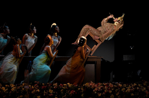 Performance「59th GRAMMY Awards -  Show」:写真・画像(8)[壁紙.com]
