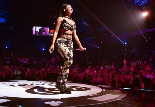 背景に人「2014 iHeartRadio Music Festival - Night 1 - Show」:写真・画像(6)[壁紙.com]