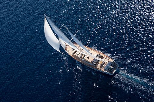 Sailing Ship「Luxury sailboat sailing in the open blue sea」:スマホ壁紙(18)