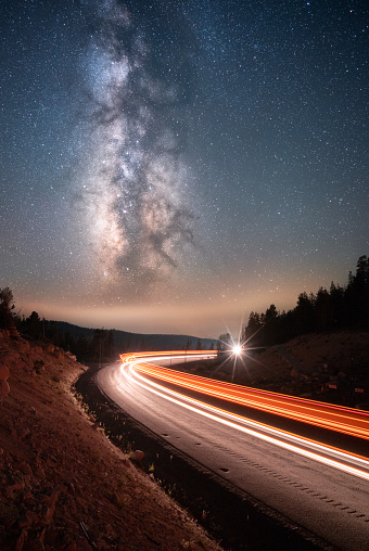 Galaxy「Milky Way above cars driving along a mountain road, Mt Rose, Nevada, United States」:スマホ壁紙(7)