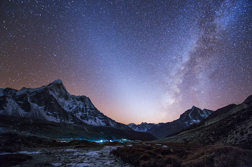 Ama Dablam「Milky Way and zodiacal light ove the Himalayas in eastern Nepal.」:スマホ壁紙(5)