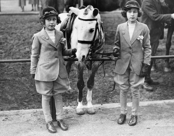 Horse「Girls And Pony」:写真・画像(7)[壁紙.com]