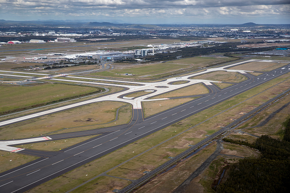 Airport Runway「New Runway Opens At Brisbane Airport」:写真・画像(2)[壁紙.com]