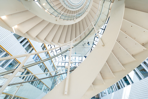 Symmetry「Spiral staircase inside office Complex」:スマホ壁紙(13)