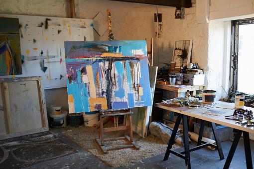 Painted Image「Painting on easel in artist studio.」:スマホ壁紙(11)