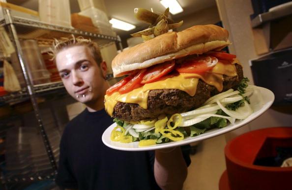 Large「Burger Wars Escalate As Restaurant Rolls Out 15-Pound Offering」:写真・画像(9)[壁紙.com]