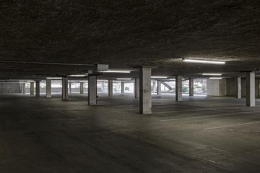 Parking Lot「Empty lot in parking building」:スマホ壁紙(8)