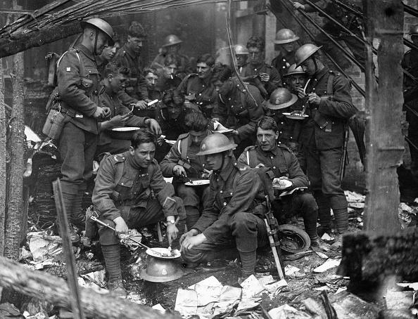 Problems「Soldiers Eating」:写真・画像(12)[壁紙.com]