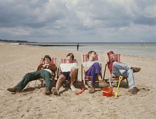 Four People「Beach Blur」:写真・画像(4)[壁紙.com]