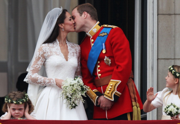 Alexander McQueen - Designer Label「Royal Wedding - The Newlyweds Greet Wellwishers From The Buckingham Palace Balcony」:写真・画像(13)[壁紙.com]