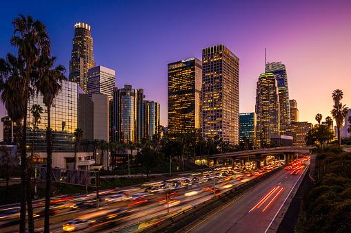 Light Trail「Busy traffic in Downtown Los Angeles at dusk」:スマホ壁紙(18)