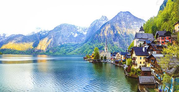Salzkammergut「Hallstatt Village and Hallstatter See lake in Austria」:スマホ壁紙(17)