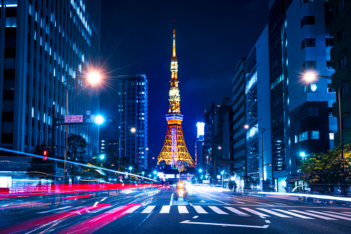 Light Trail「Tokyo Tower spotlit dusk overlooking zooming traffic city streets Japan」:スマホ壁紙(3)