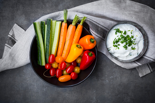 Appetizer「Bowl of chive dip, cherry tomatoes and various vegetable sticks」:スマホ壁紙(9)