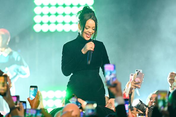 Performance「Rihanna's 5th Annual Diamond Ball Benefitting The Clara Lionel Foundation - Inside」:写真・画像(9)[壁紙.com]