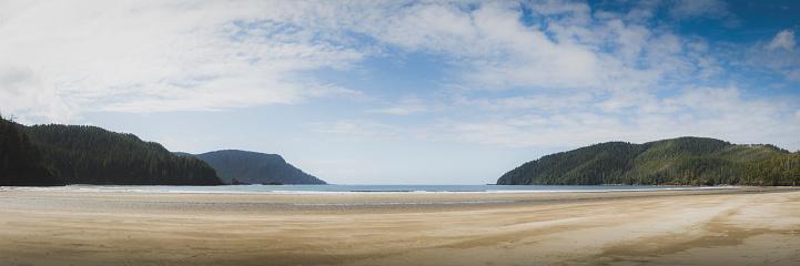 British Columbia「Wide sandy beach at Cape Scott provincial park.」:スマホ壁紙(7)
