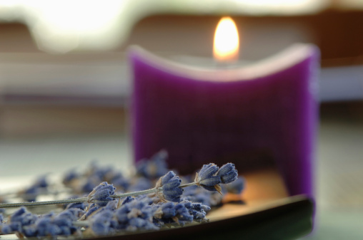 Inferno「Lavender flowers, beside a candle, close-up」:スマホ壁紙(5)