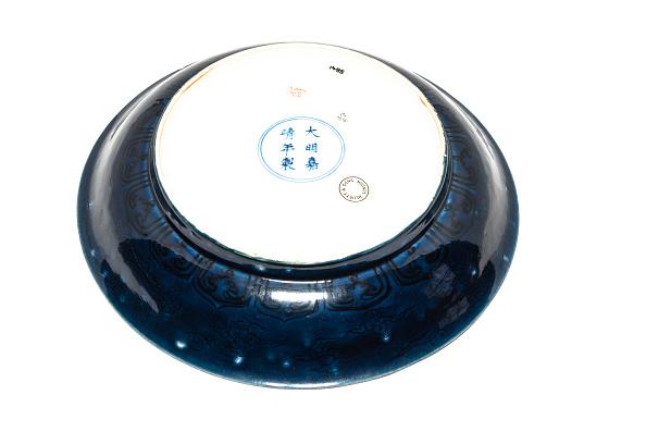 White Background「Deep Blue Dish With Carved Dragon Design 1522-1566」:写真・画像(10)[壁紙.com]
