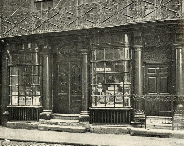 18th Century Style「A Fine Shop In Artillery Row」:写真・画像(7)[壁紙.com]