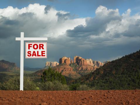 Sedona「USA, Arizona, Sedona, Sale sign desert」:スマホ壁紙(11)