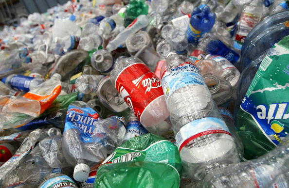 Recycling「Bottled Water Craze Outpaces Recycling Efforts」:写真・画像(0)[壁紙.com]