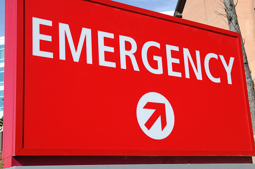 Emergency Services Occupation「Red emergency sign lightly angled point towards the entrance」:スマホ壁紙(19)