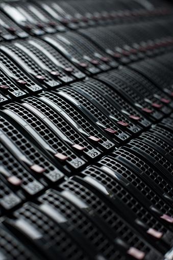 Data Center「Rackmount Servers in a Data Center」:スマホ壁紙(15)