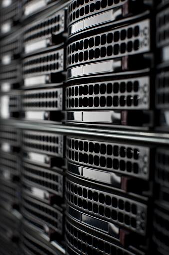 Data Center「Rackmount Servers in a Data Center」:スマホ壁紙(9)