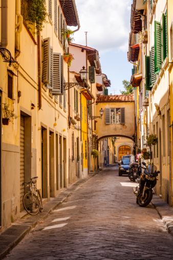 Tuscany「The quiet backstreets of Florence, Italy」:スマホ壁紙(17)