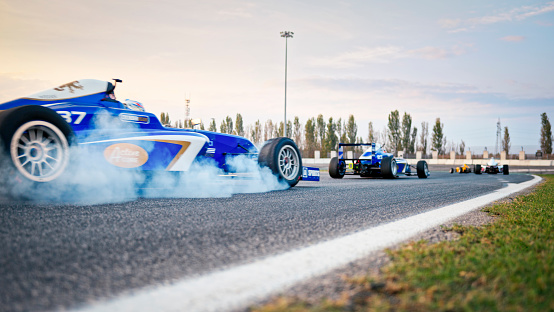 Focus On Background「Racing cars driving on track」:スマホ壁紙(1)