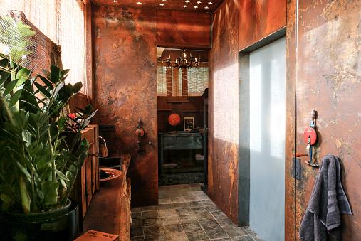 Rusty「Bathroom with corten steel wall cladding」:スマホ壁紙(5)