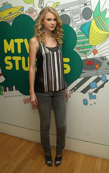 "Metallic Shoe「MTV TRL Presents Taylor Swift, The Cast Of ""Get Smart"" & Brittany Snow」:写真・画像(3)[壁紙.com]"