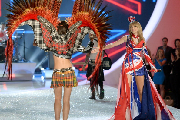 Victoria's Secret Fashion Show「2013 Victoria's Secret Fashion Show - Show」:写真・画像(14)[壁紙.com]