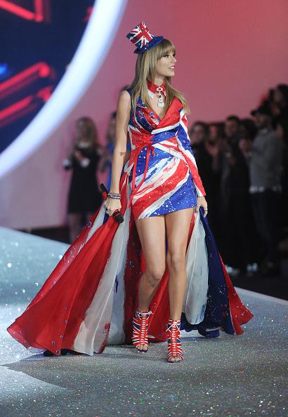 Victoria's Secret Fashion Show「2013 Victoria's Secret Fashion Show - Show」:写真・画像(16)[壁紙.com]