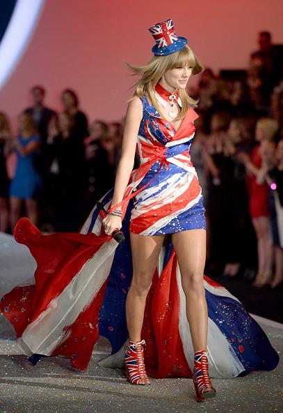 Victoria's Secret Fashion Show「2013 Victoria's Secret Fashion Show - Show」:写真・画像(15)[壁紙.com]