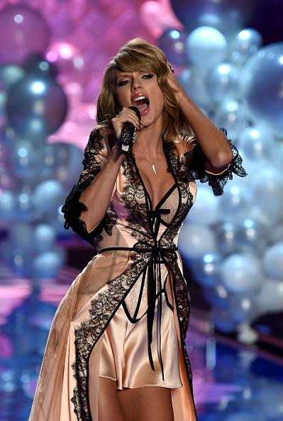 Victoria's Secret「2014 Victoria's Secret Fashion Show - Show」:写真・画像(17)[壁紙.com]
