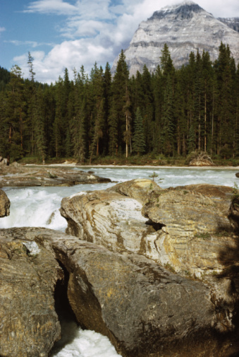 Yoho National Park「Water flowing through rocks in river, Yoho National Park, Canada」:スマホ壁紙(11)
