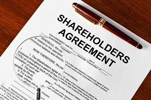 Legal System「Magnifying glass on shareholders agreement」:スマホ壁紙(18)