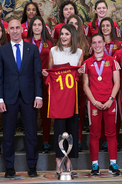 "Women's Soccer「""Queen Letizia Of Spain Attend Audiences At Zarzuela Palace」:写真・画像(4)[壁紙.com]"