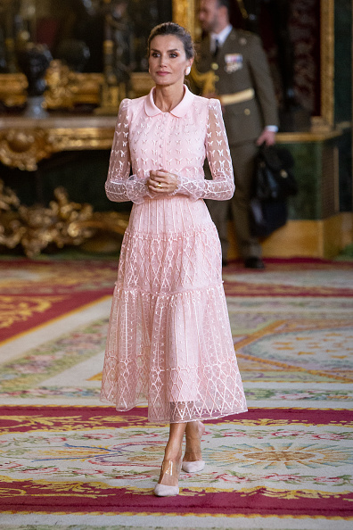 Lace Dress「Spanish Royals Attend The National Day Military Parade」:写真・画像(2)[壁紙.com]